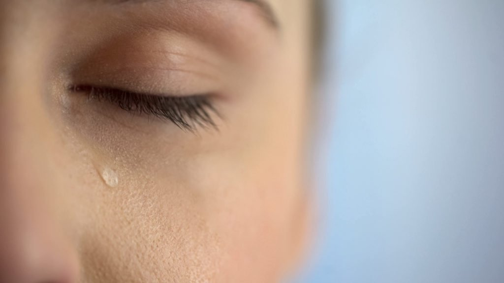Tears are cleansing, tears have health benefits, tears cleanse the soul, tears are good, are tears good, benefits of tears