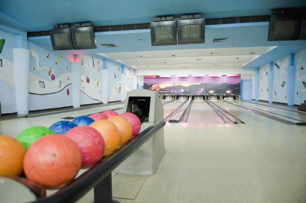 kids bowl free for summer, free summer programs for kids, keep kids off electronics, stay cool during summer